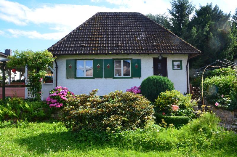 Malerisches Kleines Hauschen Mit Blickgeschutztem Garten Vivat Immobilien Ihr Erfolgreicher Immobilienverkauf